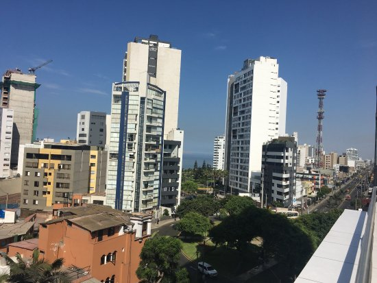 Hotel Runcu Miraflores: So pretty and you can see the ocean through the city!