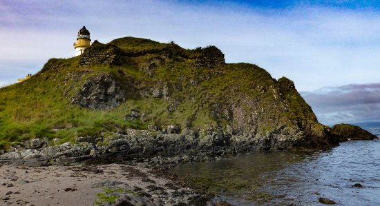 Turnberry, UK : Remains of Robert the Bruce's castle beside the Halfway House