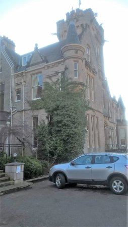 Newton Hotel: The tower at the front