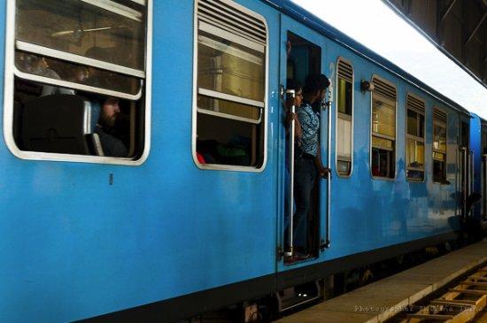 Demodara Loop: На станции поезд перед отправлением
