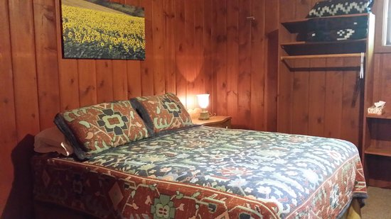 Boyne City, MI: Room with queen size bed and double/full size bunks.