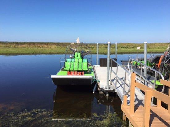 Saint Cloud, Flórida: Airboat used on the tour - comfortable & fun!