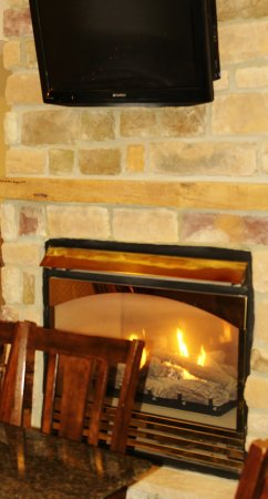Towanda, Pensilvania: Relaxing two face Fireplace in our Lounge/Cafe Area