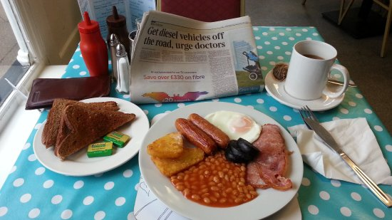 Bromyard, UK: Medium breakfast with add-on black pudding and hash browns instead of tomato - Yum!