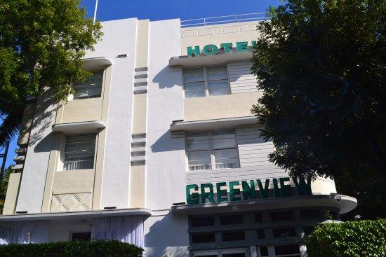 Greenview Hotel: Vista del frontis del hotel