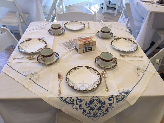 Hopsewee Plantation: Dining in the Tearoom includes fine china, vintage linens and silver service