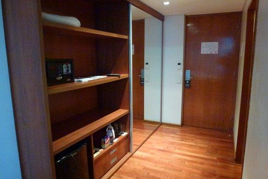 Design Suites Salta: Entrée d'une chambre
