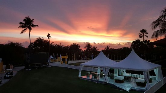 Saujana Golf & Country Club: Sunset over the putting green