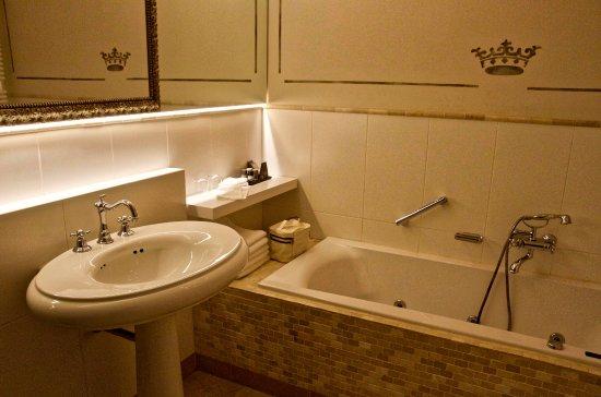 Badkamer met bubbelbad - Bild von Kasteel Bloemendal, Vaals ...