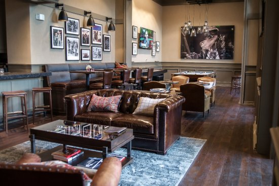 Four Seasons Resort and Club Dallas at Las Colinas: OUTLAW Taproom