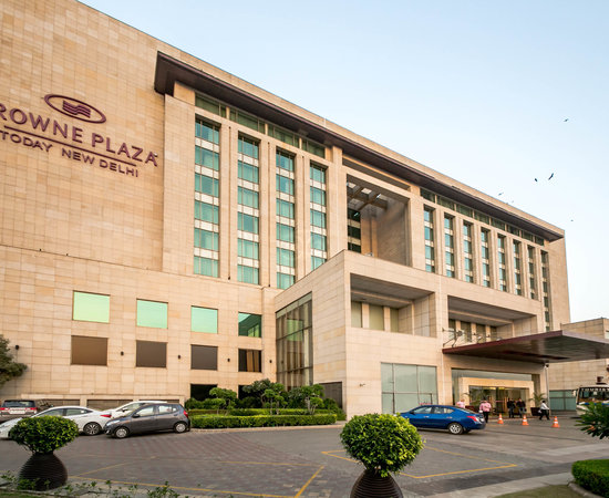 Pathetic in house DJ service for functions - Review of Crowne Plaza