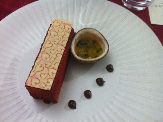Sainte-Hermine, ฝรั่งเศส: mousse chocolat et fruits de la passion