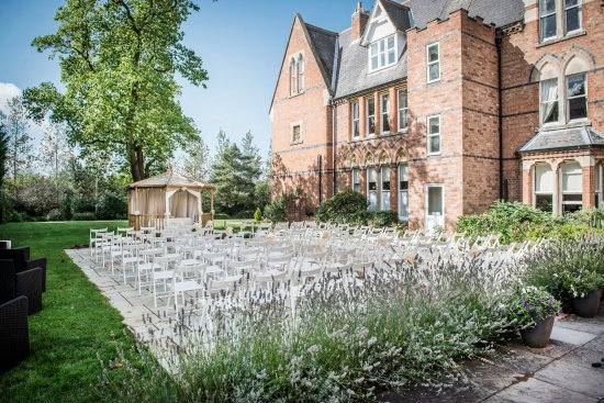 Ettington, UK: The Capulet Garden is fully licensed to hold your outdoor wedding ceremony for up to 250 people