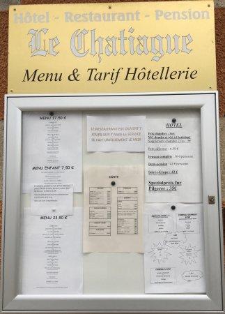 Tence, Frankrike: Une des salles du restaurant Le Chatiague et le menu.