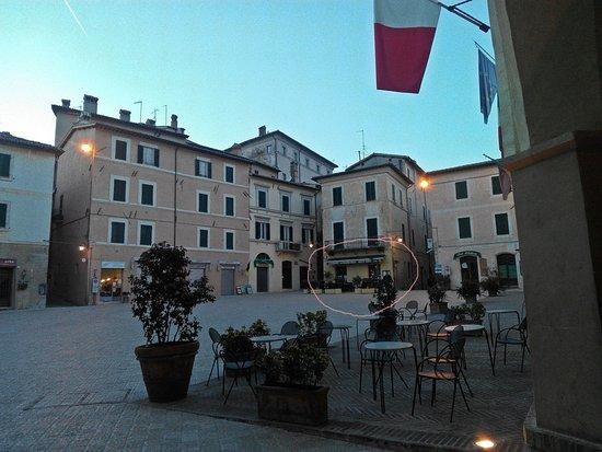 เทรวี, อิตาลี: Il locale sulla piazza