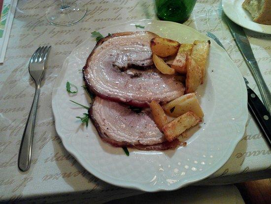 Trevi, إيطاليا: Pancetta di maiale in porchetta con patate al forno