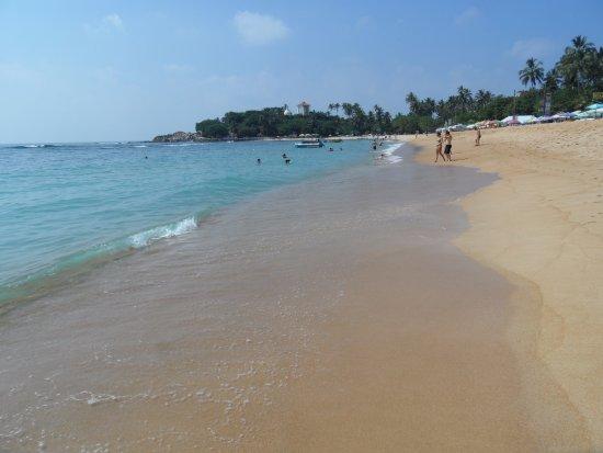 Thaproban Beach House: Stranden vid hotellet.