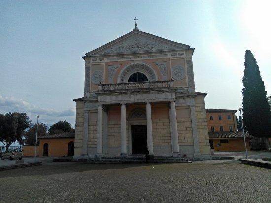 Montefalco, İtalya: Facciata del Santuario
