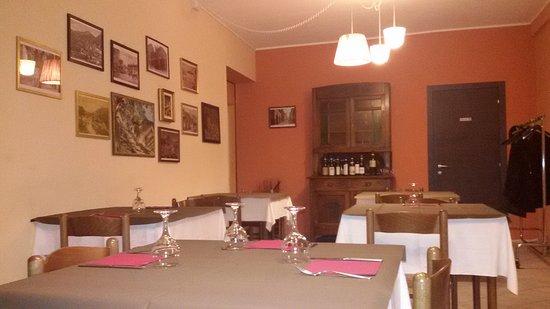 Roccasparvera, Italy: Interni