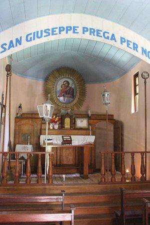 Capela São José: Altar muito simples e bem antigo