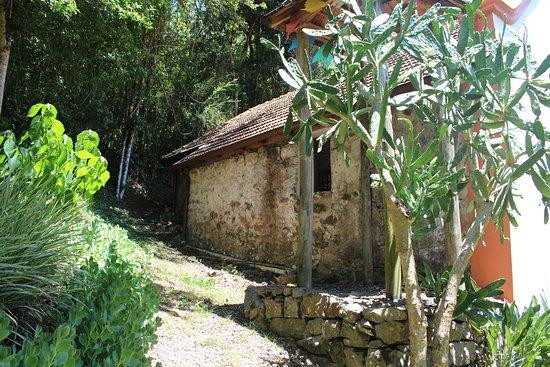 Capela São José: Lateral da igreja sem restauro