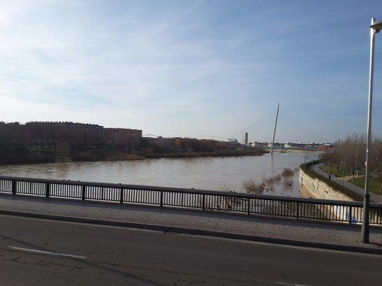 El Ebro: Vista desde uno de los puentes.