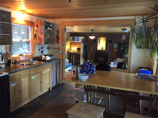 Kings Beach, CA: Kitchen & living area (dining room is separate). Very tidy!