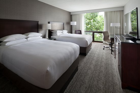 Washington Dulles Airport Marriott: renovated guestroom