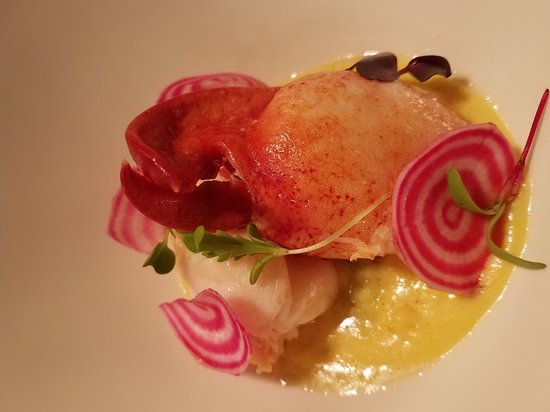 "Sewickley, Pensilvanya: Butter poached lobster, halibut with zucchini ""scales"""