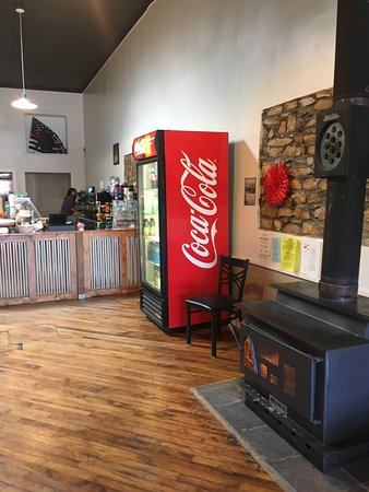 Del Norte, CO: Great roomie coffee house! Delicious coffee! Very friendly people! Worth the stop in Dell Norte.