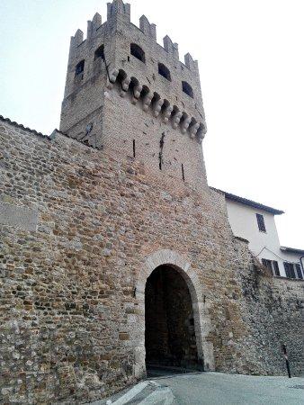 Монтефалько, Италия: Porta S.Agostino (esterno)