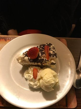 Old Smugglers Inn : Bannofee pie with ice-cream