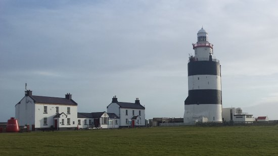Fethard On Sea, Ireland: Cafe, shop and lighthouse
