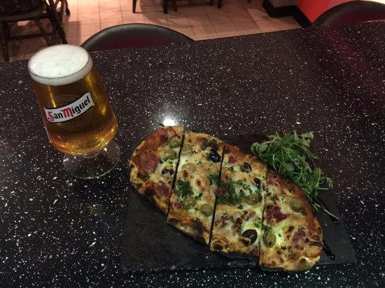 Hedon, UK: Flatbread Thursday. Flatbread and a beer/wine for £5