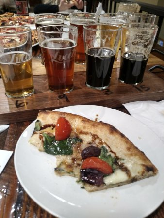 Menomonie, WI: Two beer flights, pizza