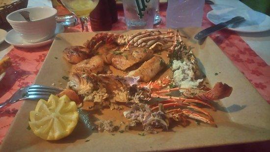 La Vieille Rouge: Plat principal, langoustines, crevettes, poisson au beurre d'ail