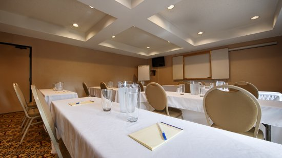 Martinez, CA: We offer three meeting rooms for your special events!