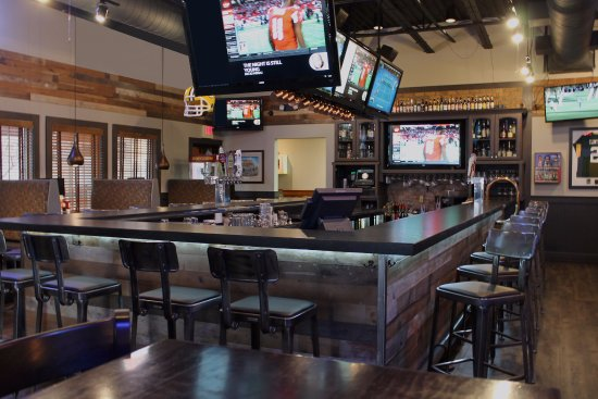 Best Western Premier Bridgewood Resort Hotel: Ground Round Bar