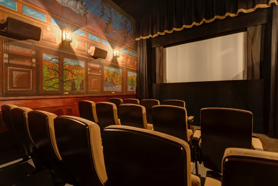 Harbor Springs, MI: Our rail car theatre has comfortable seating for up to 22 guests & features a rail car mural.