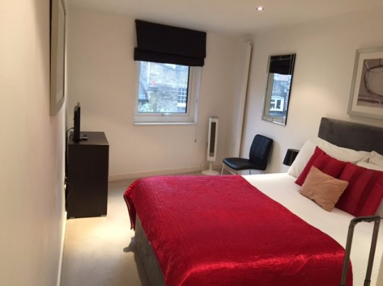 Oakwood Farringdon: Bedroom for 1 bed apartment. Bed was very comfortable.