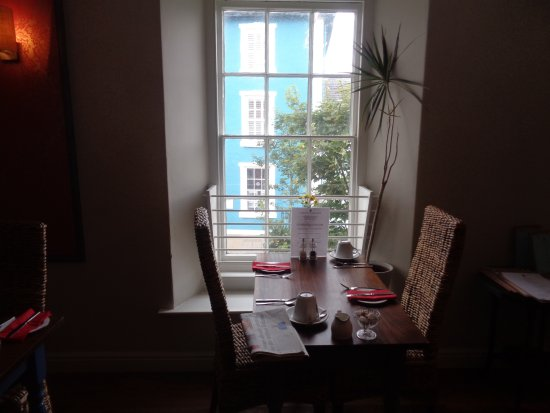 Castle Hotel Aberaeron: Window Dining