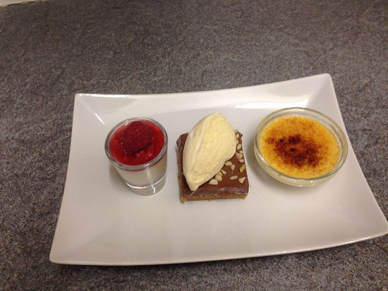 Dartford, UK: trio of desserts! Yum Yum