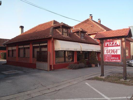 Slatina, Croatia: Restaurant Ivona view from the street.