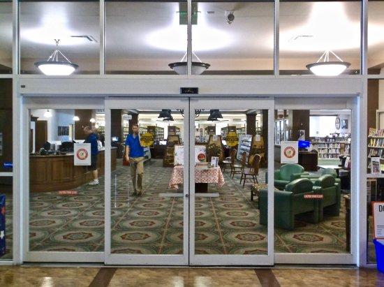 Oldsmar Library: Entrance