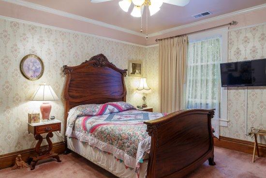 Roseberry House Bed & Breakfast: The Regency Room