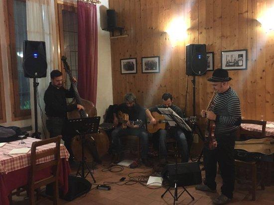 Fabbrico, Italia: Serata in musica