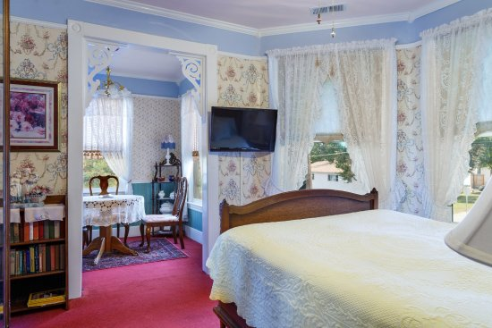 Roseberry House Bed & Breakfast: The French Suite