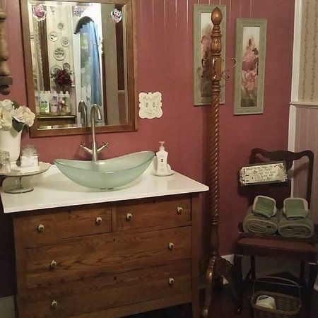 Bellaire, MI: Sonora private bath with vintage dresser sink, tub and shower combo
