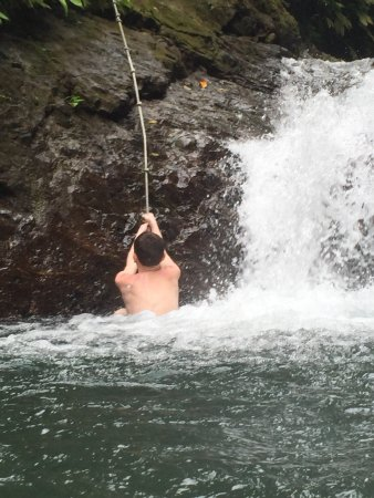 Parrita, Costa Rica: Rope for jumping from waterfall.