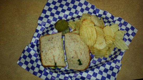 Glendale, OH: Curried Chicken Salad on Whole Wheat and Chips